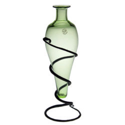 Flaska med smidesställning