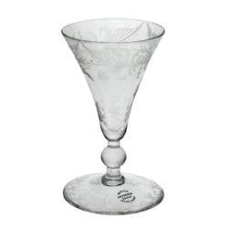 Litet glas med gravyr, Henrikstorp