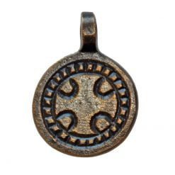 Rund amulett med kors